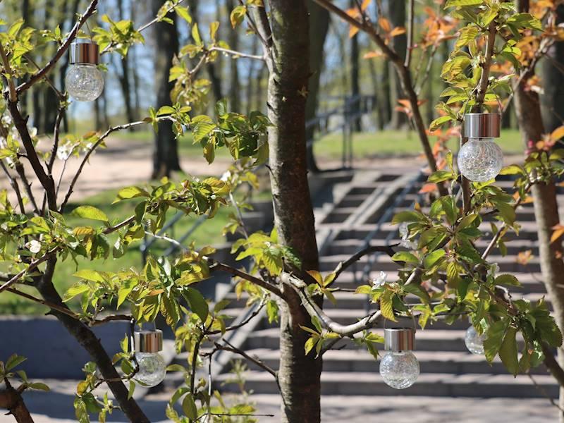 LED SOLAR Lampa w kształcie żarówki szkło wielokolorowa / LED Solar glassball to hang craquele colo 8712442129448 / 23363032