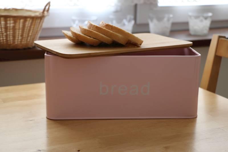 Chlebak metalowy z deską bambusową Bread Pudrowy Róż / Metal Bread box with bambo board 22172378 NL PINK / 8712442168652