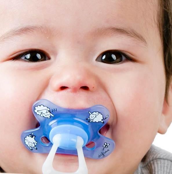 DIFRAX Smoczek uspokajający dla niemowląt; okrągły; świecący w nocy; 6m+