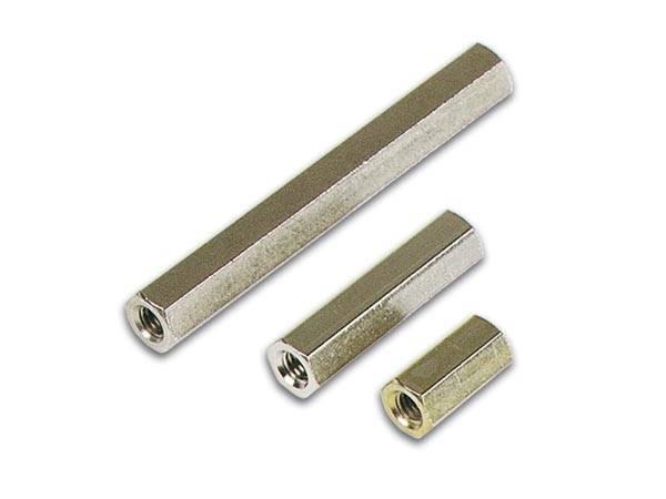 Dystans 15mm mosiężny z gwintem  M4 W/W