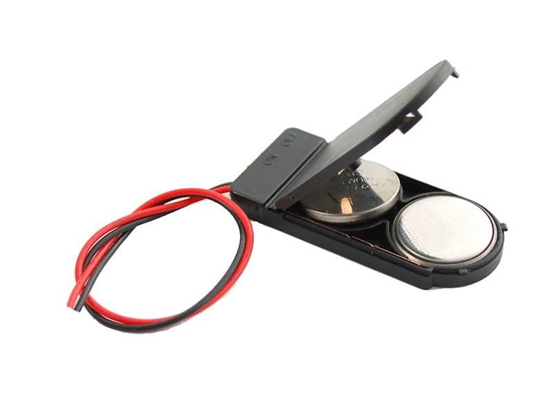 Koszyk na 2 baterie typu CR2032 + wyłącznik