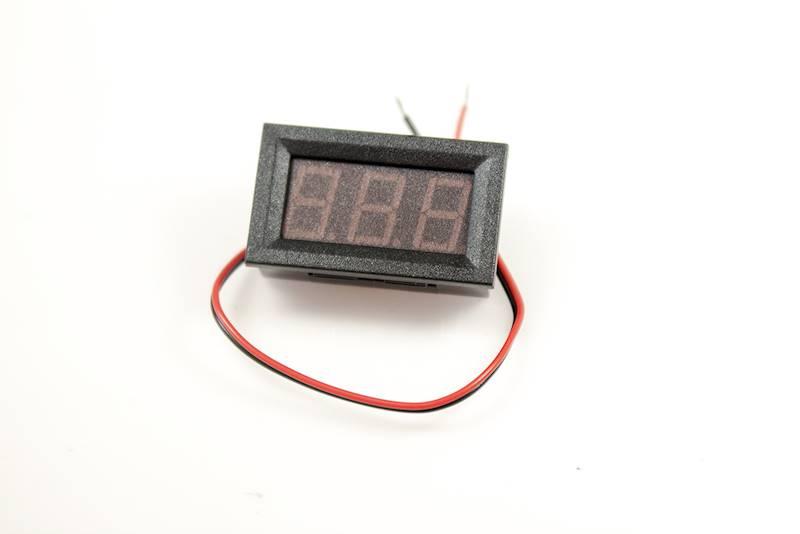Panelowy woltomierz LED 3V - 30V DC czerwony