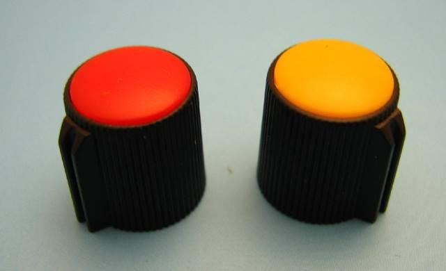 Gałka potencjometru czarno-czerwona 13mm CG13