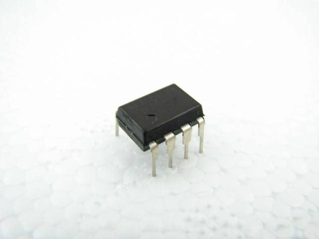 24C02 - 10PU-2.7 ATMEL