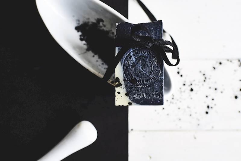 WĘGLOWE BLACK & WHITE głębokie oczyszczenie