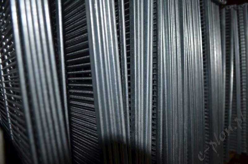 Krata metalowa pionowa warszawska poszerzana