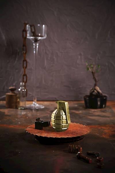 Świeca Candle Concrete Grenade Classic Gold L