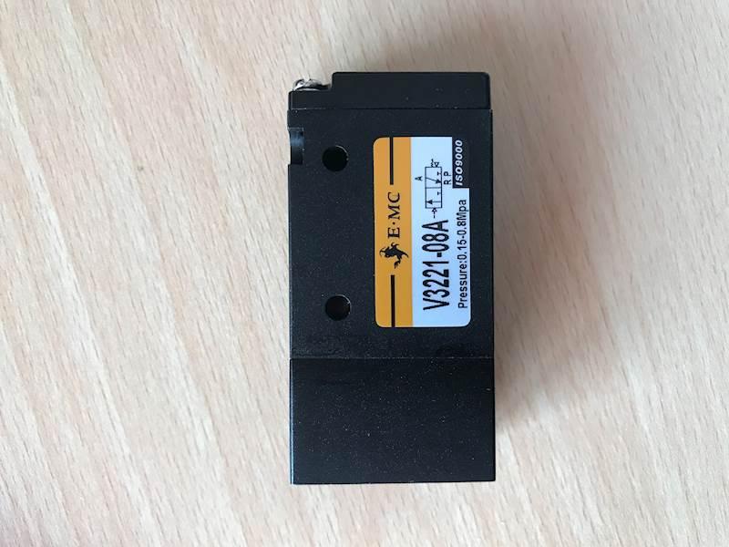 """EMC V3221-08A ELEKTROZAWÓR TRÓJDROGOWY 3/2 1/4"""""""